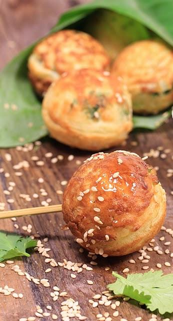 Aebleskivers ; recette de salés danois au crabe, à la coriandre et au citron vert 1
