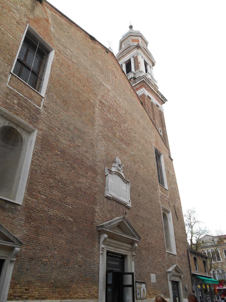 Autre église située à proximité: l'église San Apostoli. Eglise reconstruite au XVIème et restaurée au XVIIIème siècle.