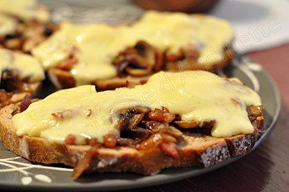 tartine champignons reblochon, lardons