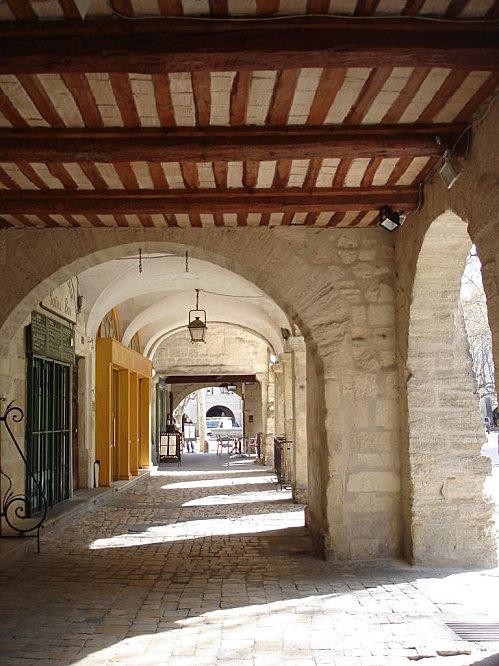 Uzès: premier Duché de France (Tourisme en France) 16