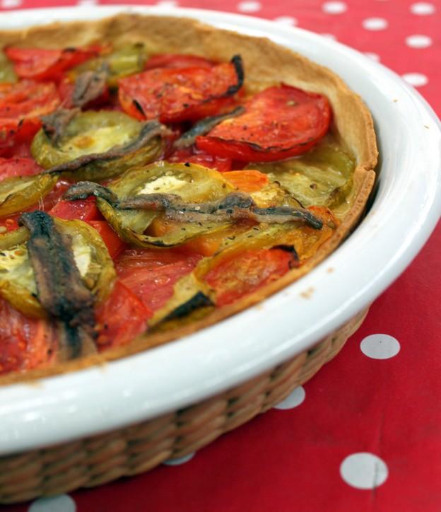 Tarte tomates anciennes et anchois ; légère et savoureuse en été (Recette provençale) 1