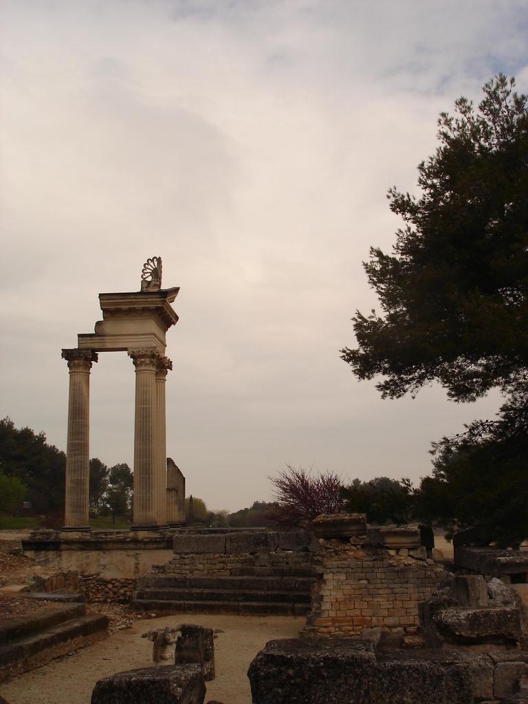 Saint-Rémy-de-Provence : plateau des Antiques et site archéologique de Glanum 13