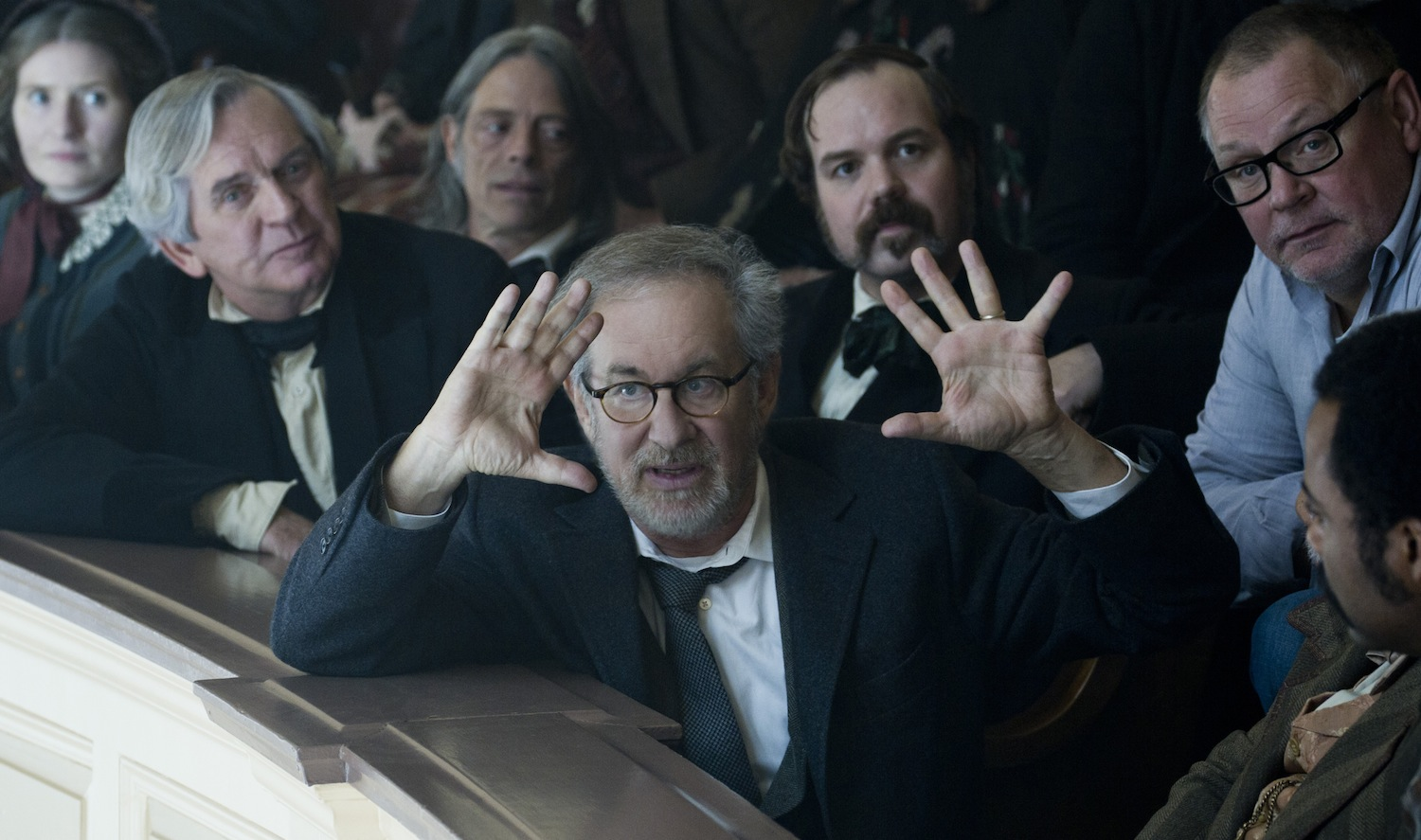 https://voyages.ideoz.fr/wp-content/plugins/wp-o-matic/cache/b0a2ef7fb0_spielberg-directing-lincoln1.jpg