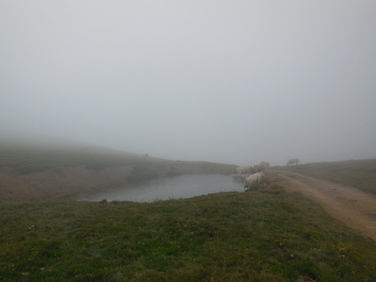 Puis le petit lac de Paloumères...Les nuages nous envahissent!!!