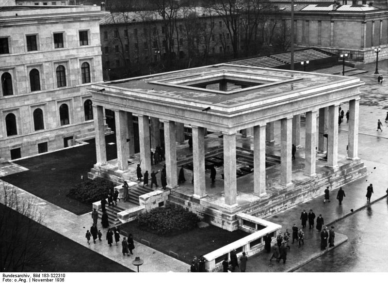 L'ancien temple d'honneur nazi dynamité sur la Königsplatz à Munich 1