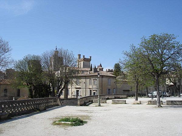 Uzès: premier Duché de France (Tourisme en France) 4
