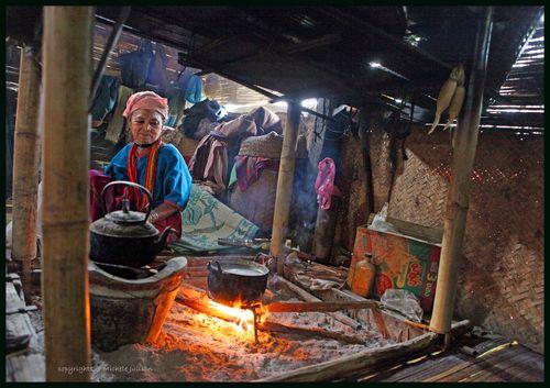vivre dans un village karen