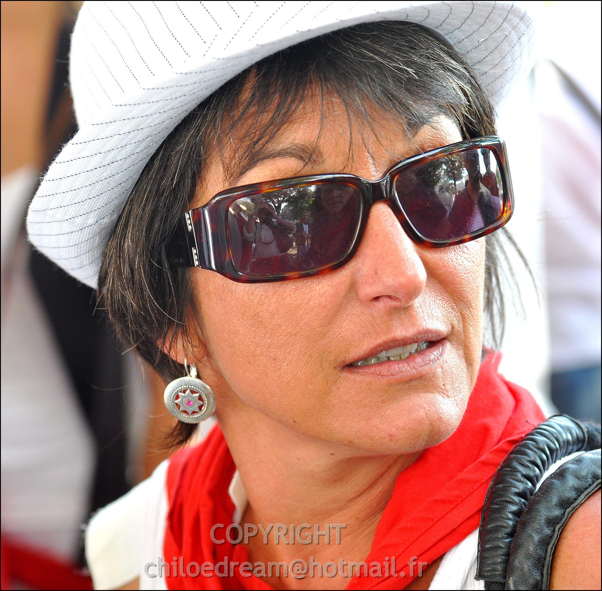 Voyage Pays Basque - Dax ; Corrida à cheval en rouge et blanc 2