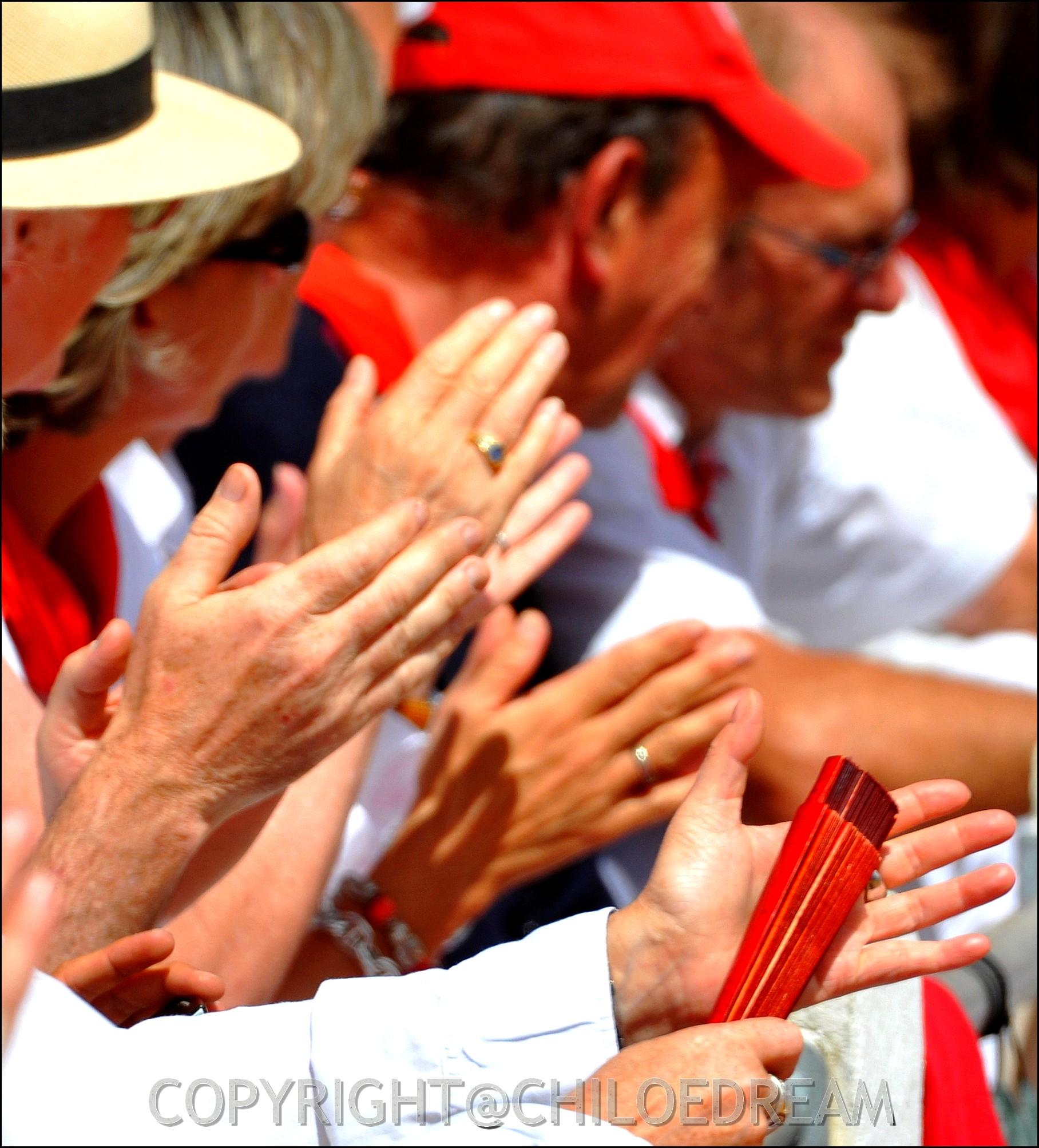 Voyage Pays Basque - Dax ; Corrida à cheval en rouge et blanc 4