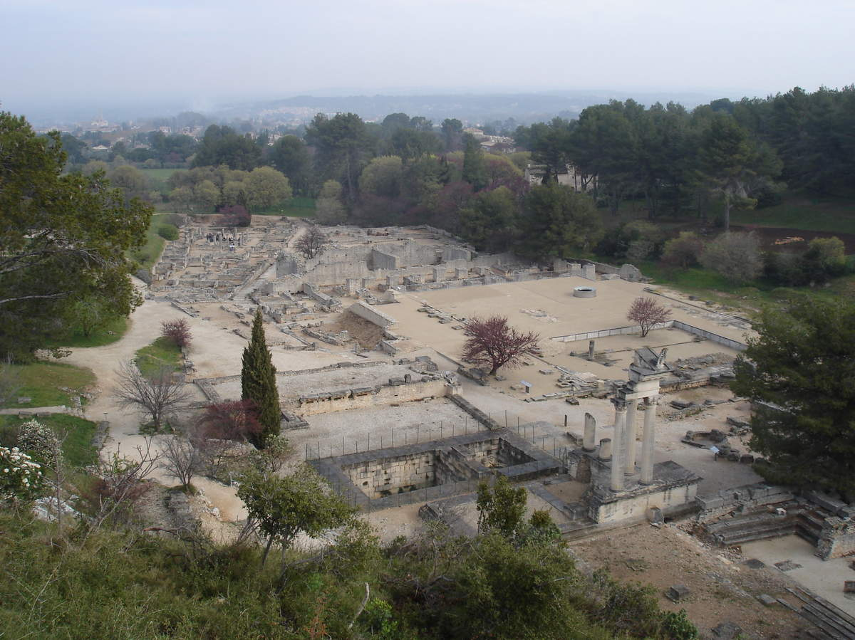 Saint-Rémy-de-Provence : plateau des Antiques et site archéologique de Glanum 18