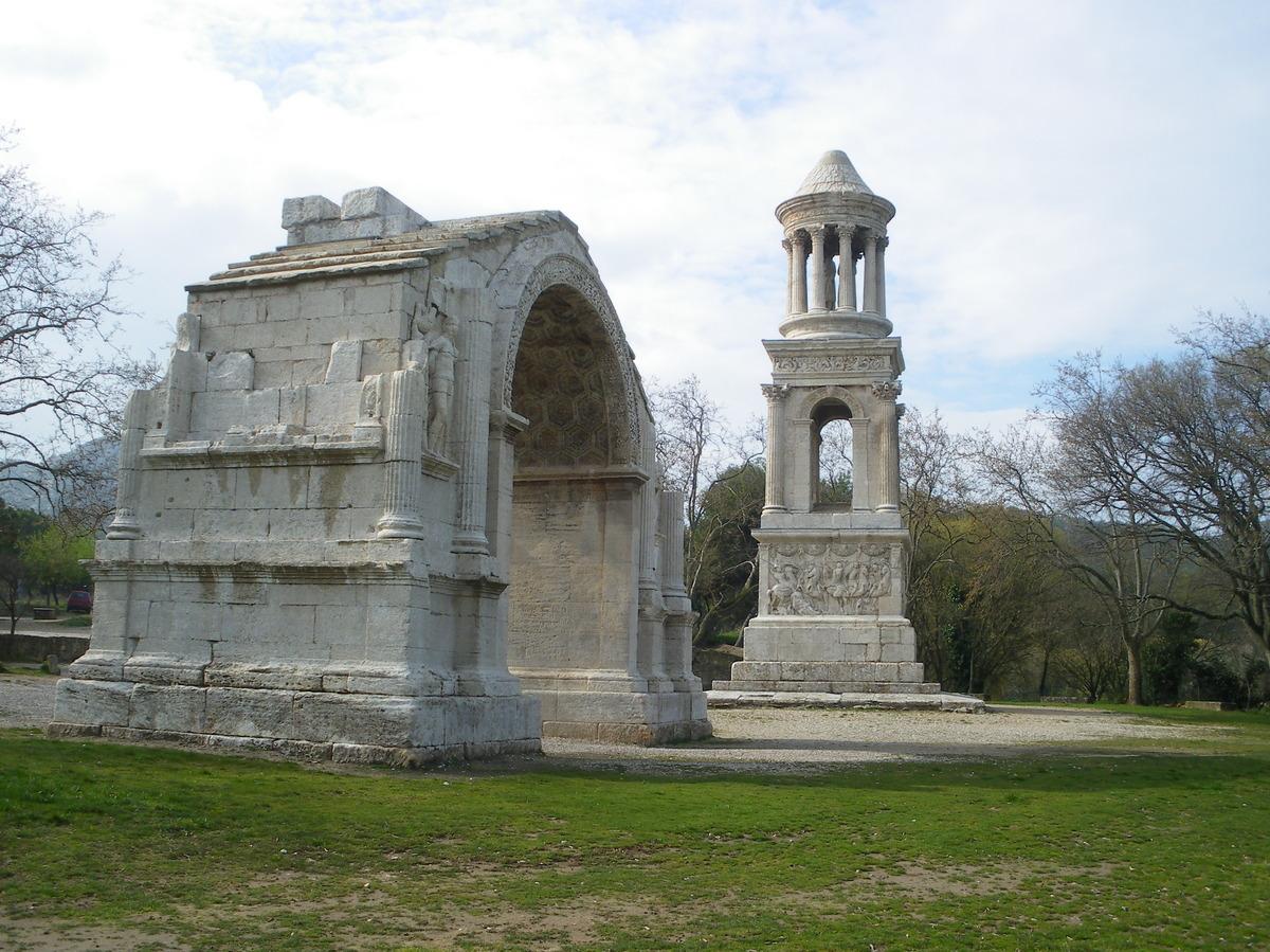 Saint-Rémy-de-Provence : plateau des Antiques et site archéologique de Glanum 20