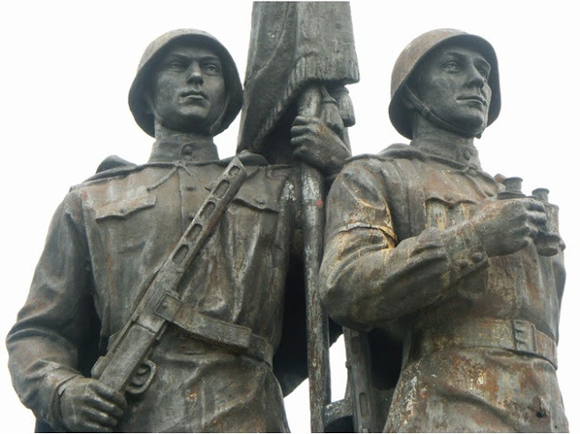 Les statues soviétiques du Pont Vert à Vilnius (Histoire de la Lituanie) 1