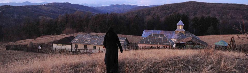 Au-delà des collines – Dupa dealuri ; la religion orthodoxe en noir et blanc en Roumanie 1