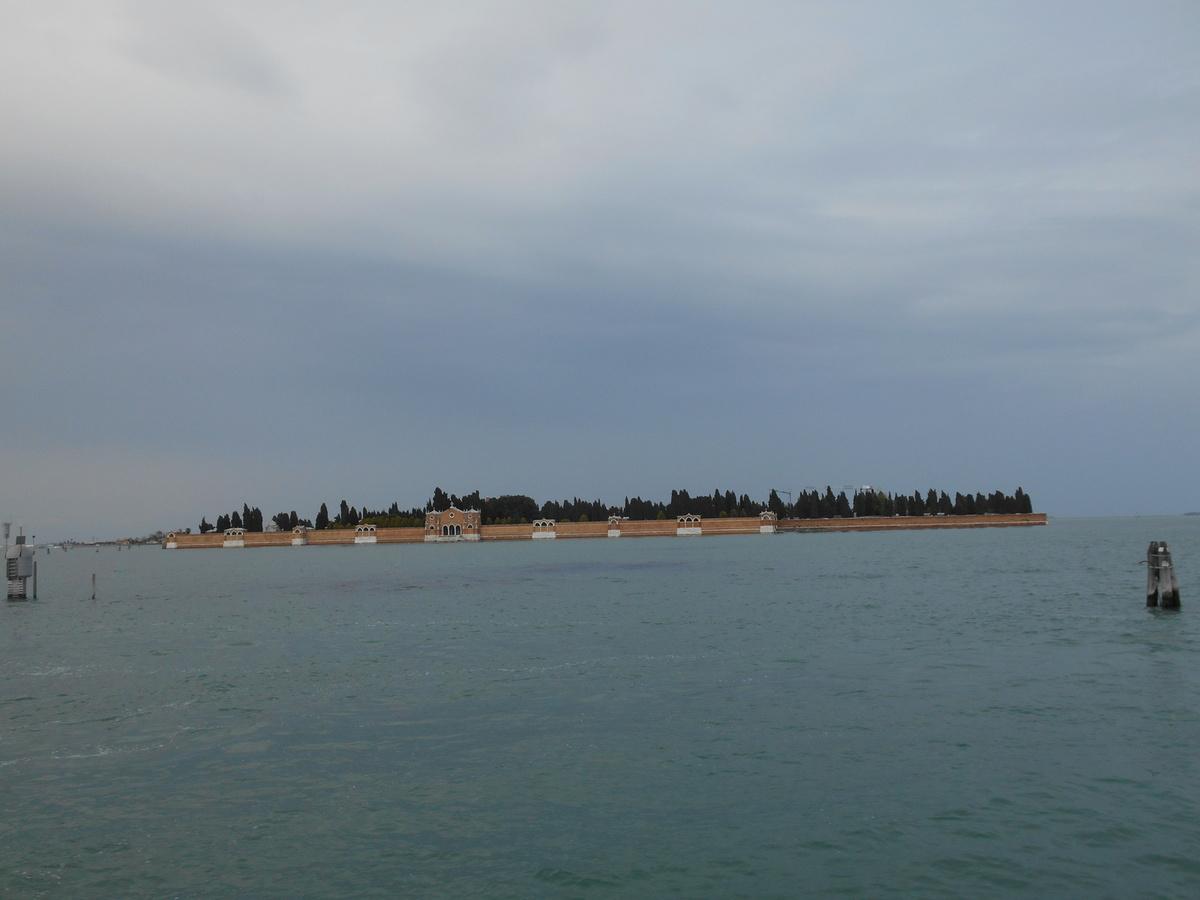 En face de nous, l'île de San Michele qui abrite le cimetière de Venise.