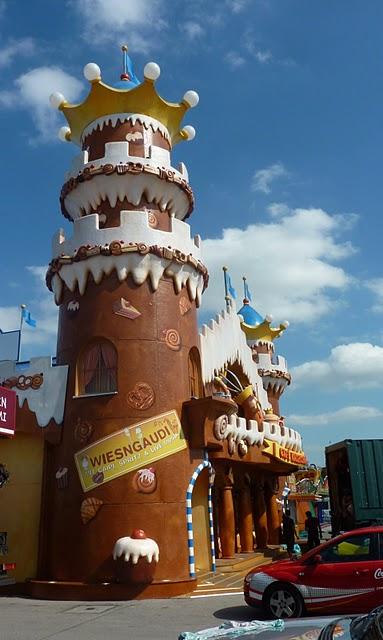Oktoberfest de Munich : un kitsch de bande dessinée dans le ciel 3