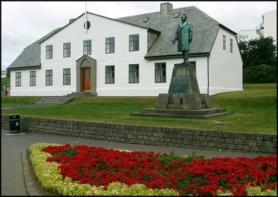 reykjavik-monument.1287048312.jpg