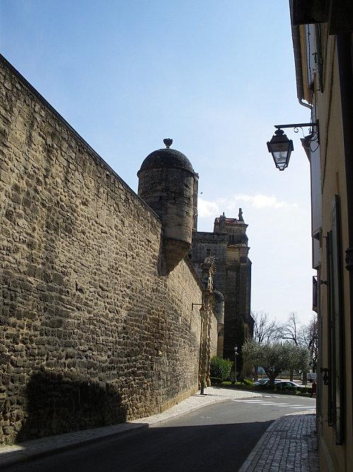 Uzès: premier Duché de France (Tourisme en France) 8