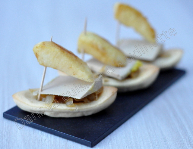 Barquettes sucrées salées : foie gras , oignons confits et pommes poêlées
