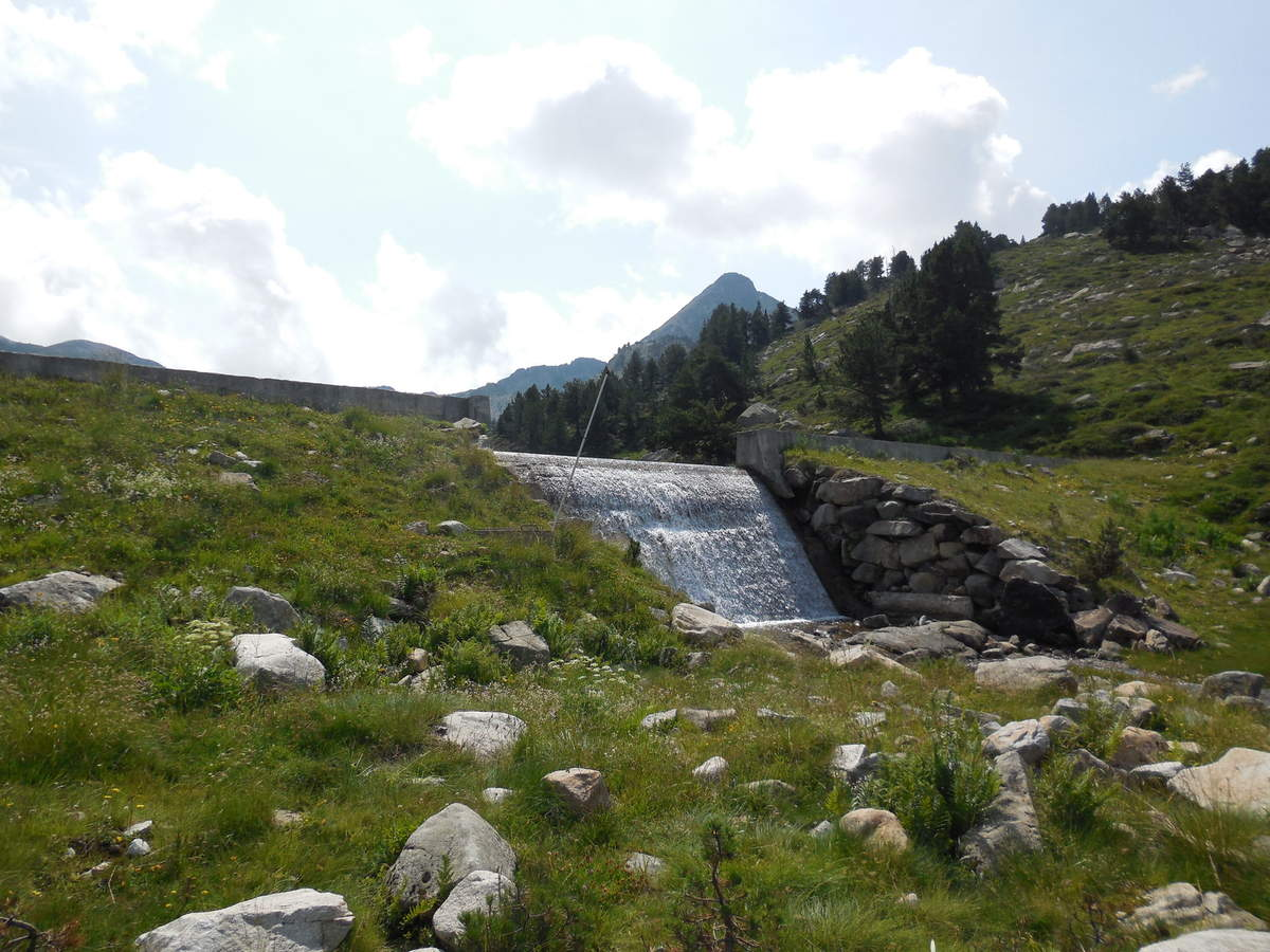 avant d'atteindre le déversoir du lac de Baciver (2140 m).