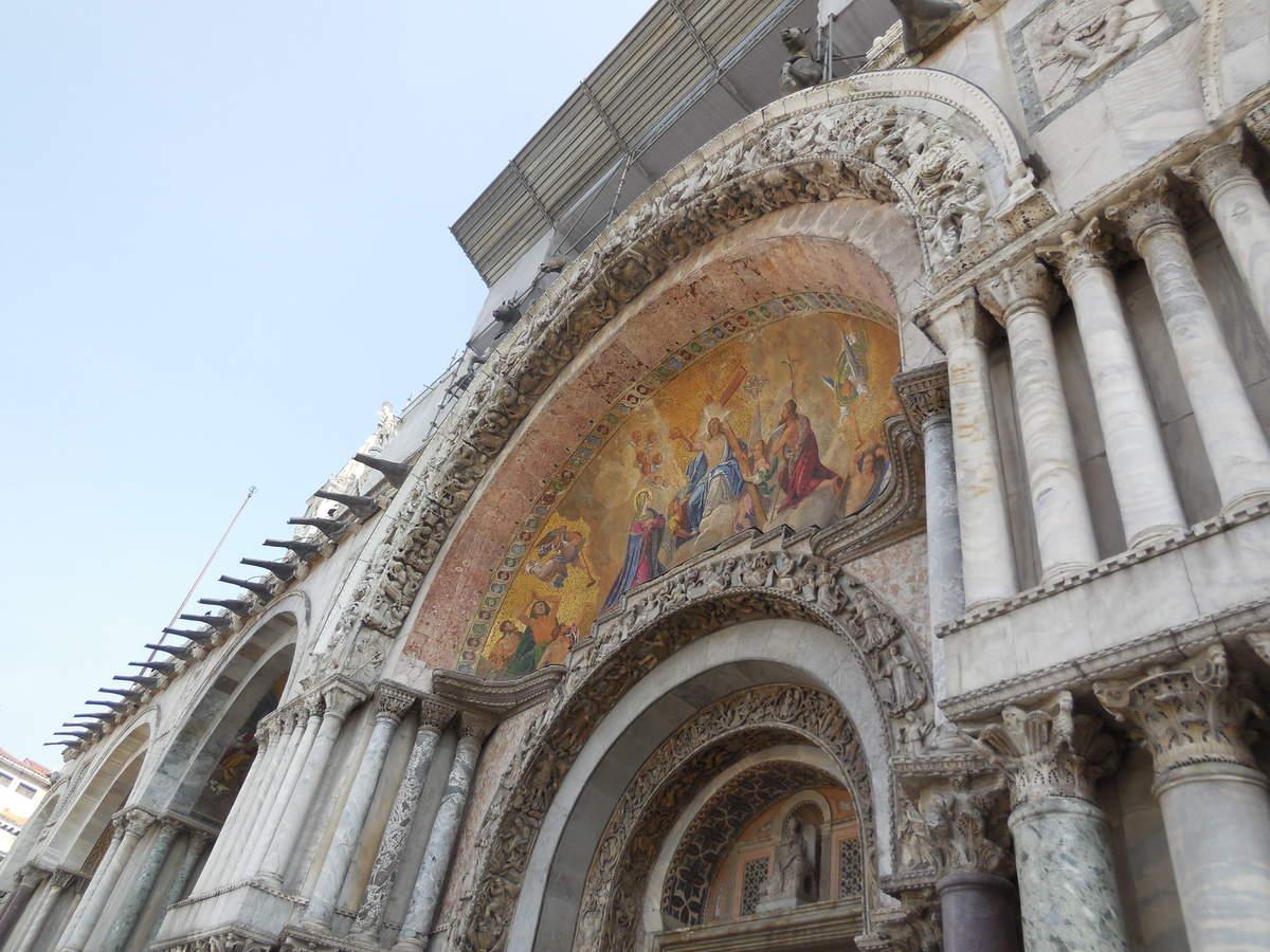 Mosaïques agrémentant la façade...