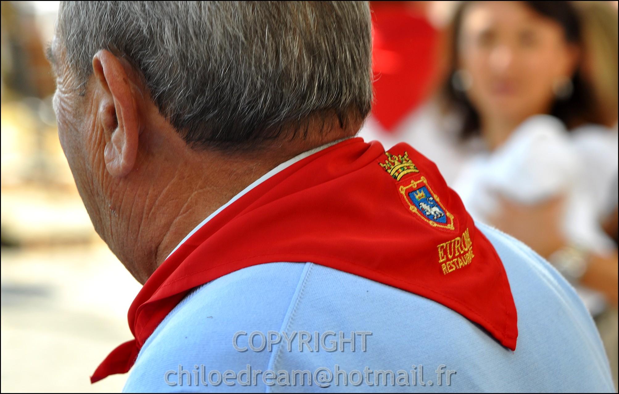 Voyage Pays Basque - Dax ; Corrida à cheval en rouge et blanc 25