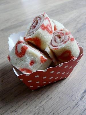 Gâteau roulé à la confiture de framboises et rhubarbe 1