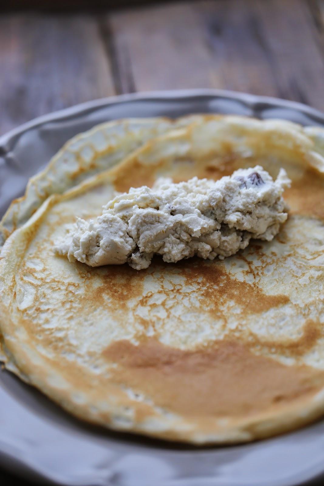 Blinchiki ; recette russe des crêpes au fromage blanc et aux raisins 2