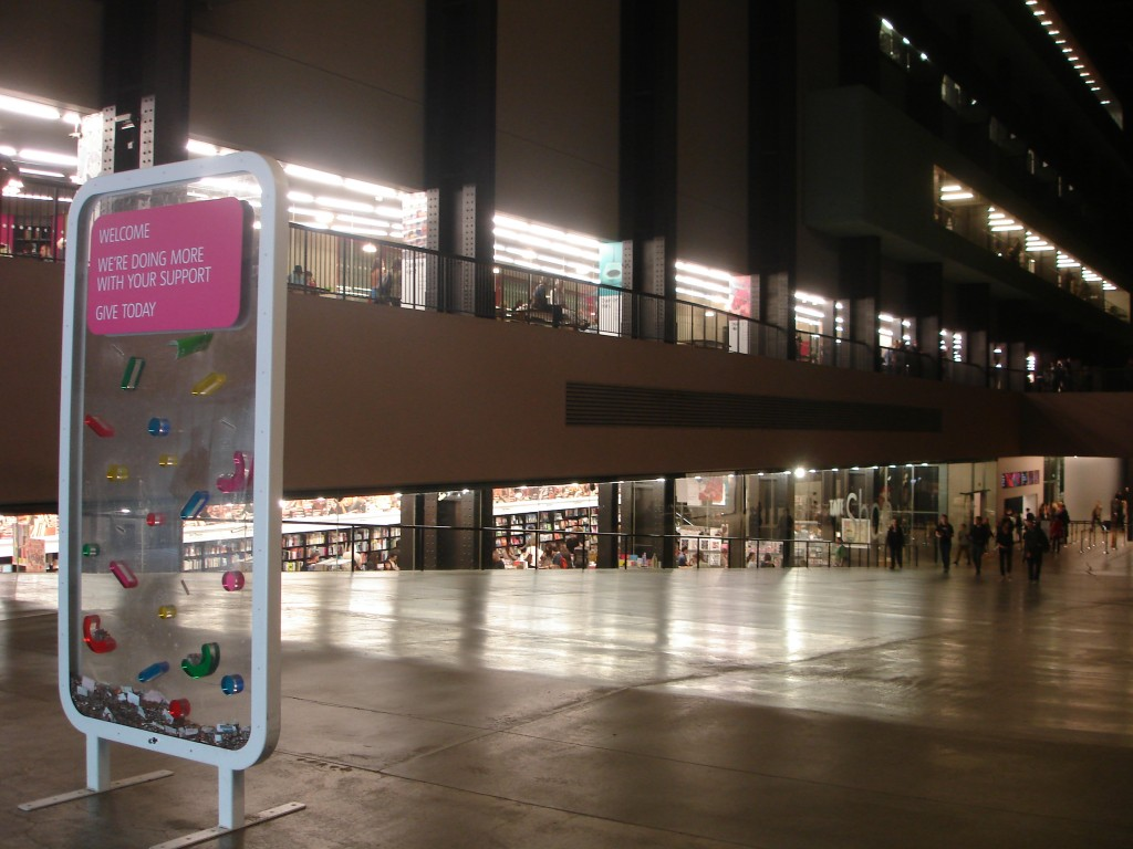 Tate Modern, Damien Hirst : artiste ou publicitaire ? 1