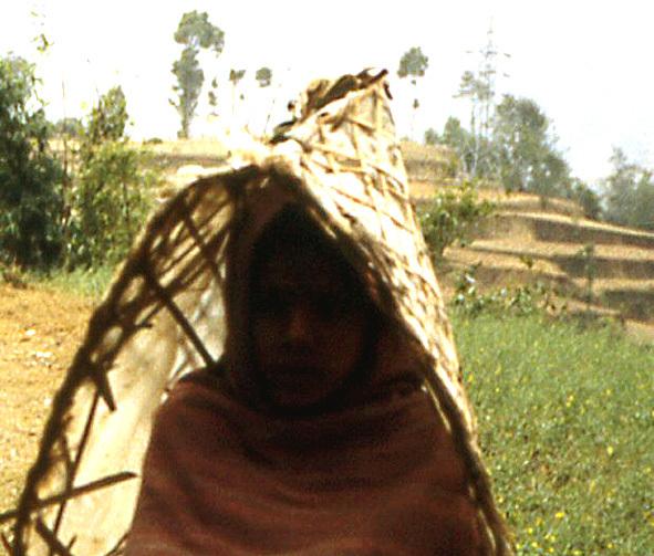 nepal fillette armature contre la pluie