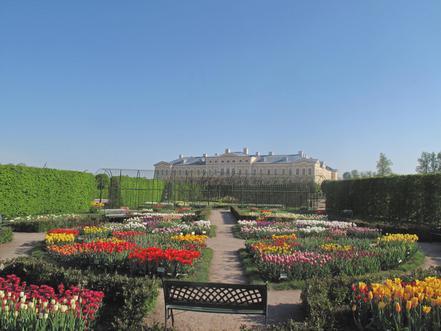24 Mai 1736 : pose de la première pierre du palais de Rundāle (Lettonie) 1