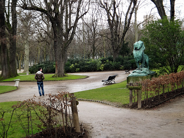 ado qui suis je jardin du luxembourg paris