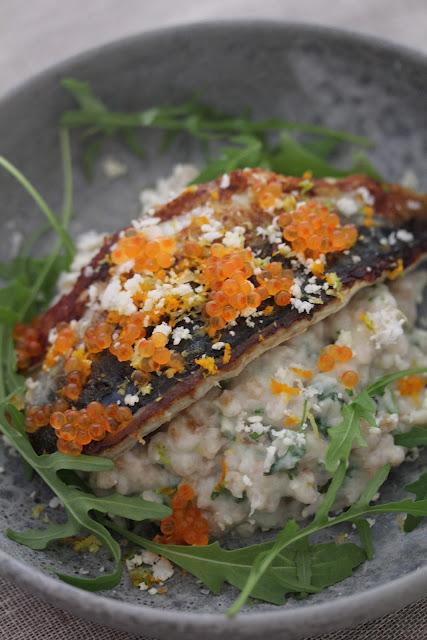 Filets de maquereaux grillés petit épeautre au chou fleur , oeufs de truite recette divine du Frenchie 1