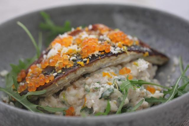 Filets de maquereaux grillés petit épeautre au chou fleur , oeufs de truite recette divine du Frenchie 2