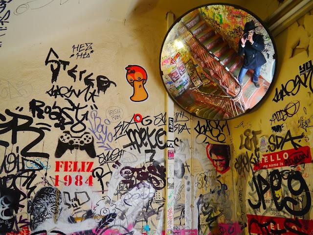 visiter berlin graffitis escalier