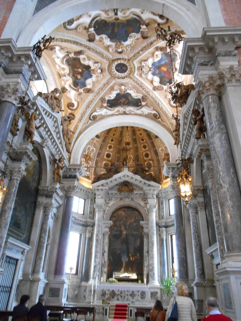 Très belle église enrichie de nombreuses oeuvres, avec en particulier dse peintures de Véronèse ornant les plafonds...