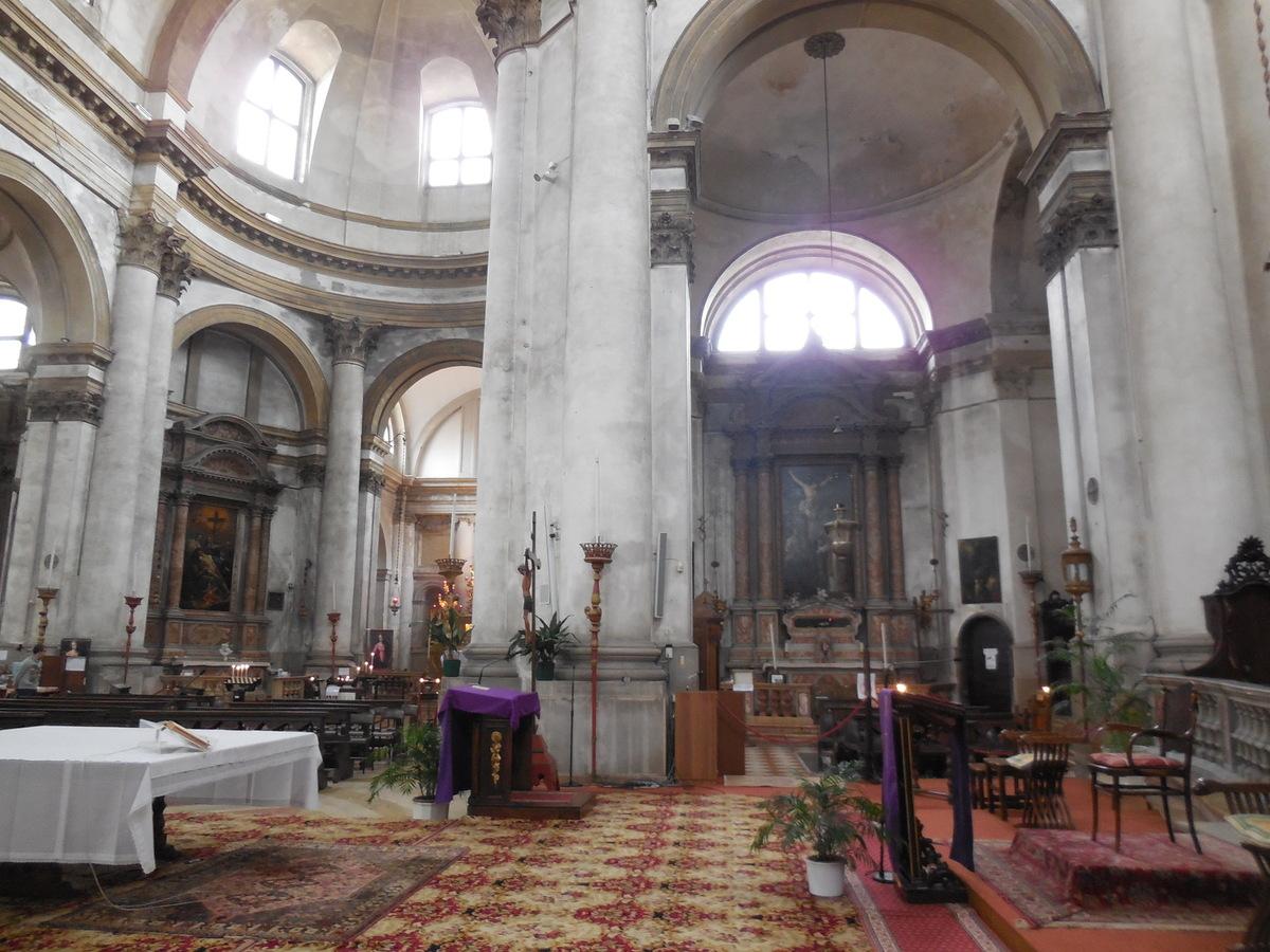 Eglise du XVIIIème siècle avec un intérieur très lumineux..