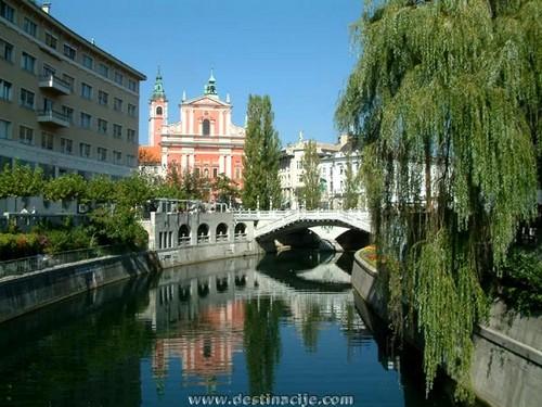 Eglise franciscaine, Triple Pont, rivière Ljubljanica