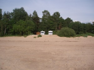 Les camping-cars vus de la plage de Tuja
