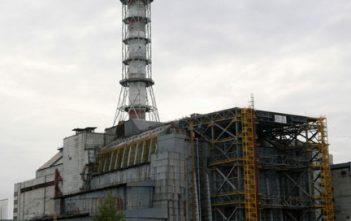 Réacteur et sarcophage de Tchernobyl