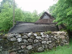Dans le village ancien de Koguva