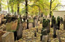 Le vieux cimetière juif de Prague à Josefov ; le plus ancien d'Europe 1