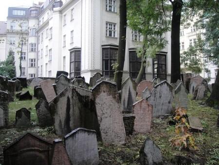 Le vieux cimetière juif de Prague à Josefov ; le plus ancien d'Europe 3
