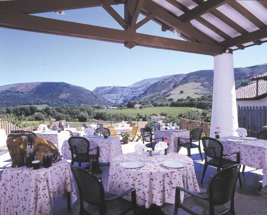 Hotel restaurant du fronton itxassou 64 ambiance du for Restaurant itxassou