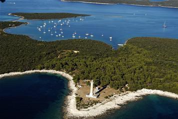 Dormir dans un phare en Croatie: expérience insolite à Veli Rat et Marlera sur l'Adriatique 1
