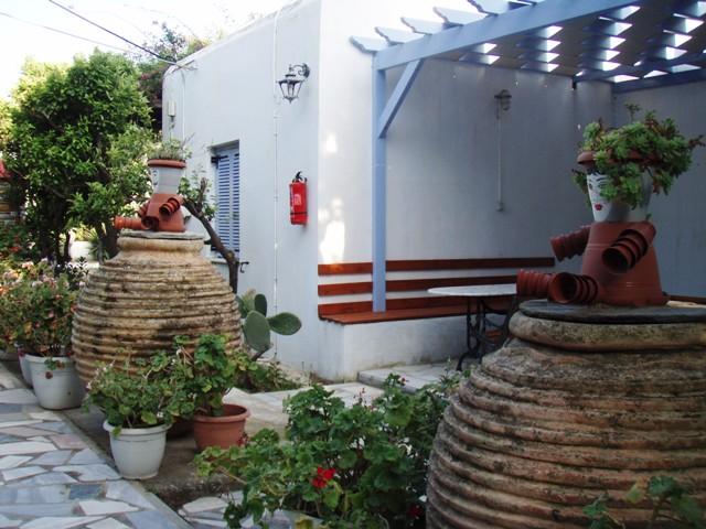 Camping de Tinos – jolies maisons cycladiques- Tinos cyclades Grèce
