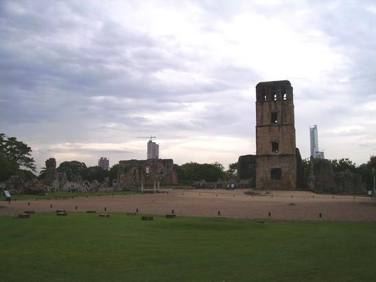 Ruines sur l'ancienne Plaza Mayor, à Panama Viejo