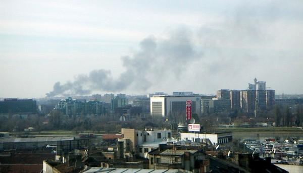 belgrade dans la fumée des usines