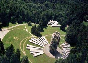Kozara Monument Kozara ; typique parc ...