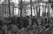 Le vieux cimetière juif de Prague à Josefov ; le plus ancien d'Europe 2