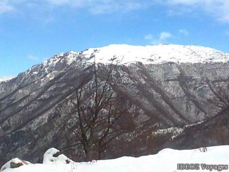 Montagne sous la neige au Montenegro